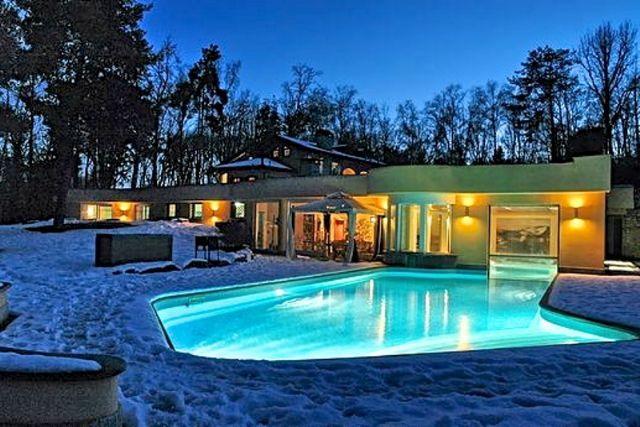 Agrate conturbia villa 1000mq con piscina - Villa con piscina milano ...
