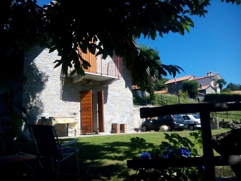 Alto vergante villette e case trilocale 100 mq citt for Giardino 100 mq