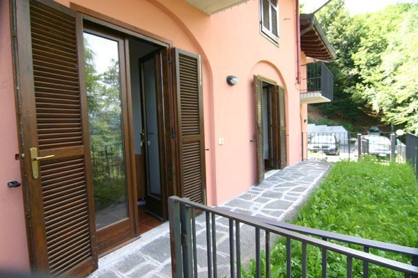 Alture stresa appartamento vista lago con garage e for Appartamento sopra planimetrie del garage