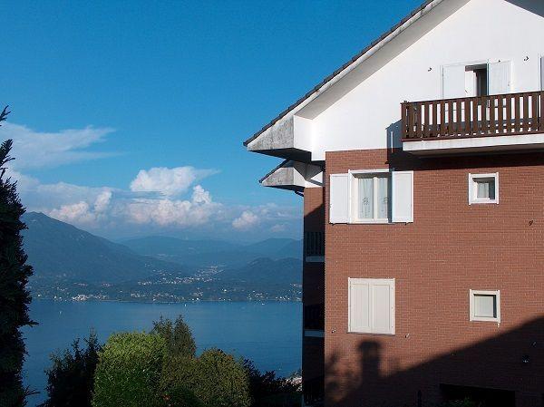 Alture stresa appartamento vista lago con garage e balcone for Appartamento sul garage