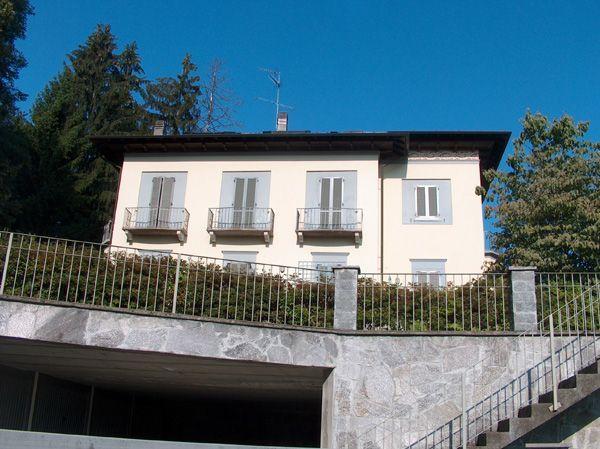 Alture stresa appartamento con garage e terrazzo aa1808 for Garage per auto singola con appartamento