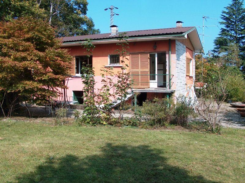 Alture stresa casa 130mq 2 camere con giardino e garage for Case e giardini