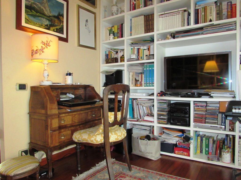 Arizzano appartamento vista lago con garage e terrazzo aa2528 for Garage 30x40 con appartamento