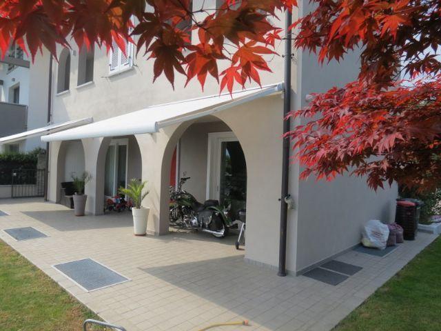 Arizzano casa indipendente vista lago 3 camere con piscina for Piani di casa con garage indipendente