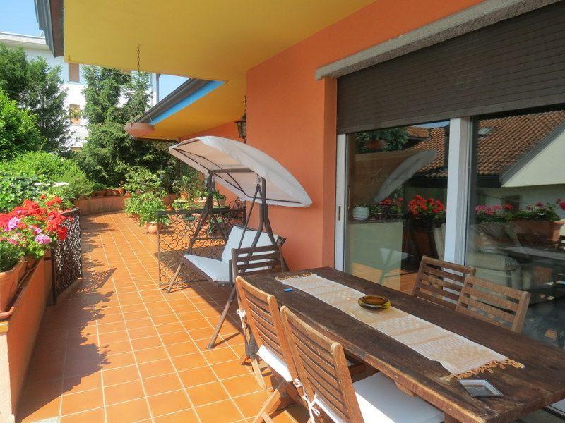 Arizzano casa indipendente vista lago 5 camere con piscina for Casa con garage indipendente e breezeway
