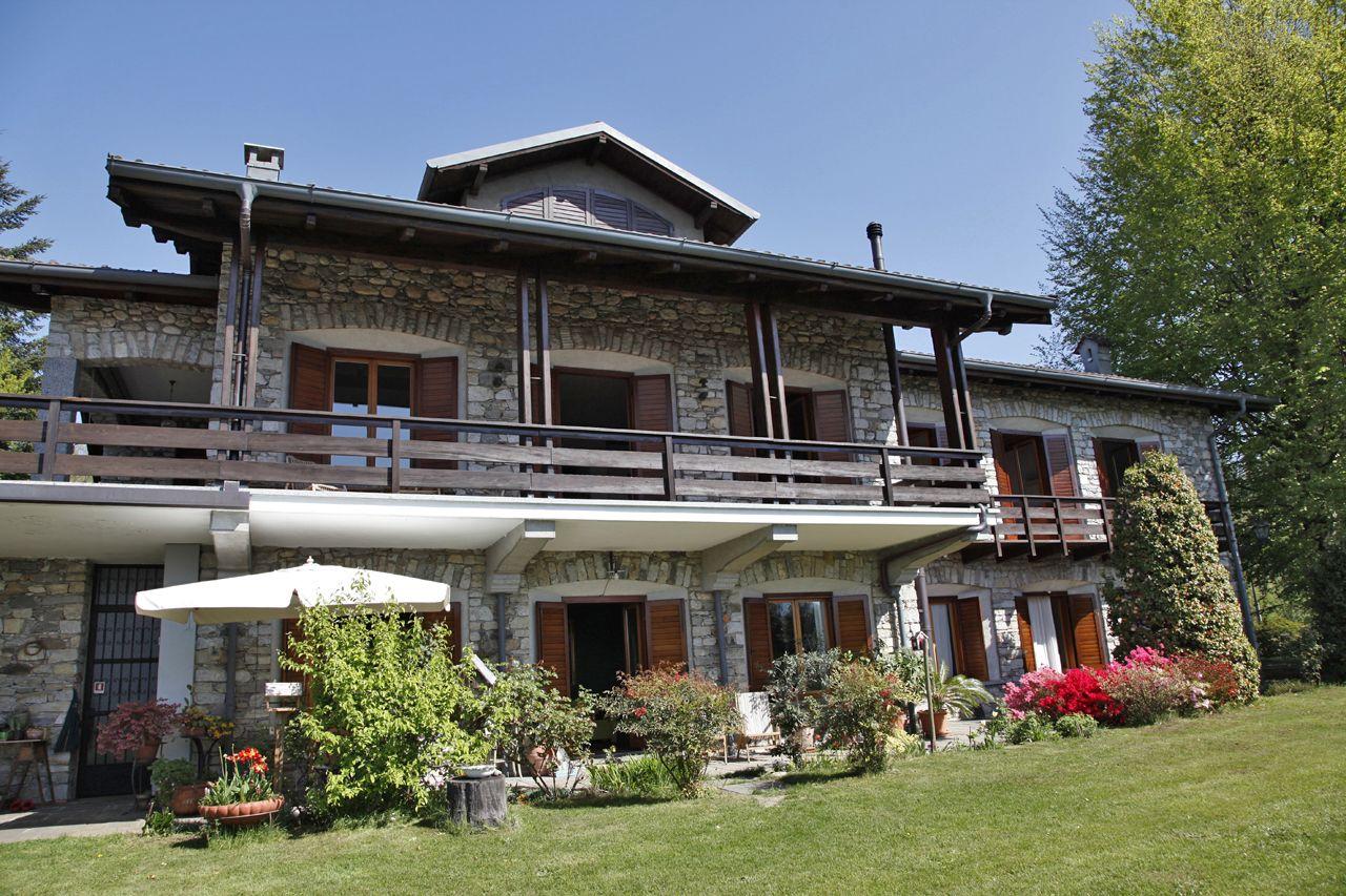 foto villa arizzano