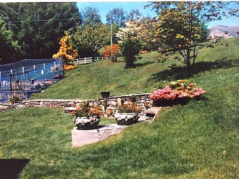Aurano rustico vista lago con giardino - Giardino rustico ...