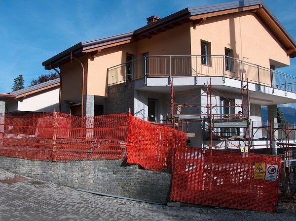 Baveno appartamento vista lago nuovo con garage aa2059 for Garage di costruzione in acciaio con appartamento