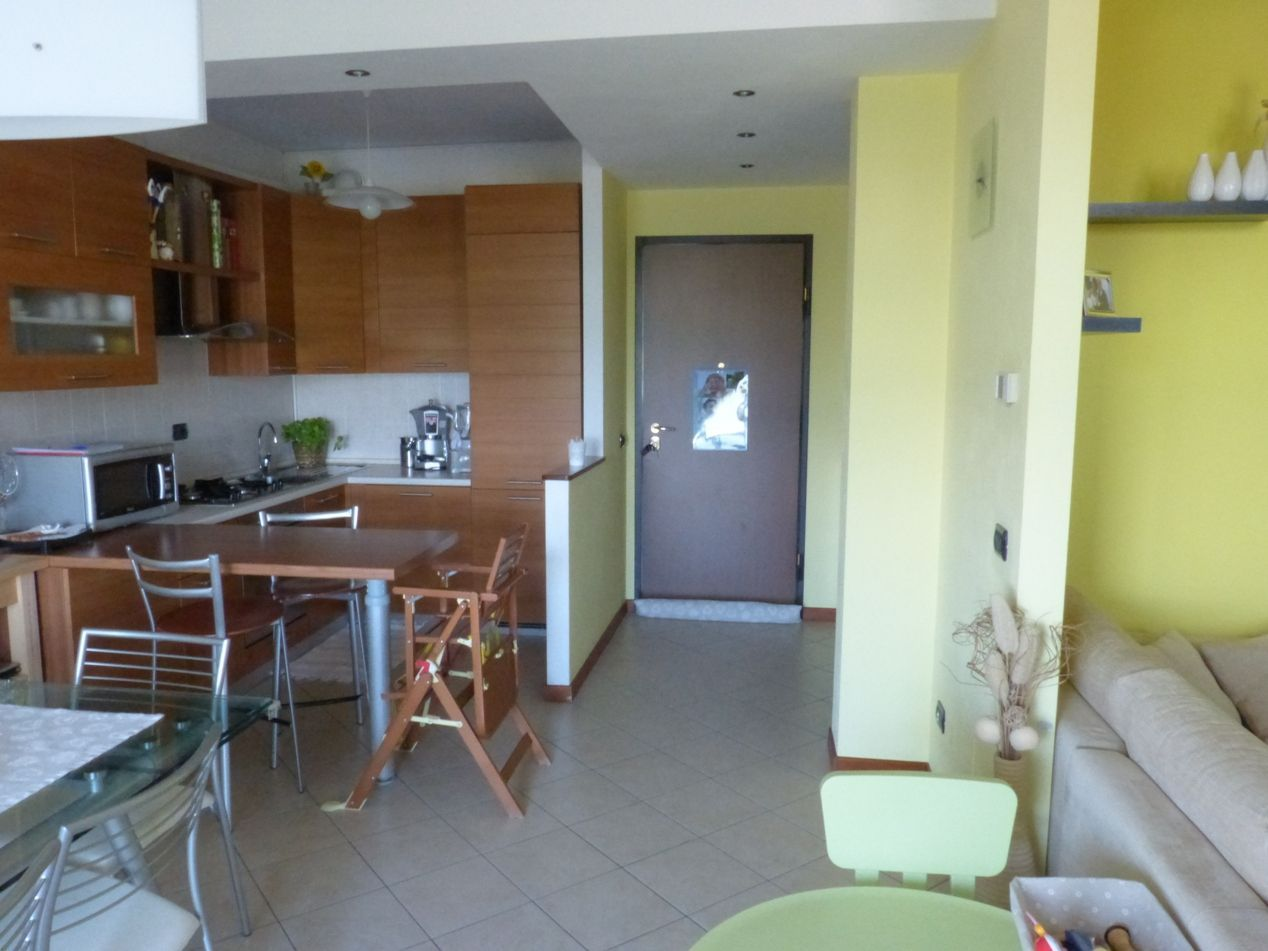 Baveno appartamento vista lago con garage e terrazzo aa2648 for Log garage con appartamento