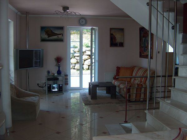 Baveno appartamento con garage e giardino aa1136 for Garage 30x40 con appartamento