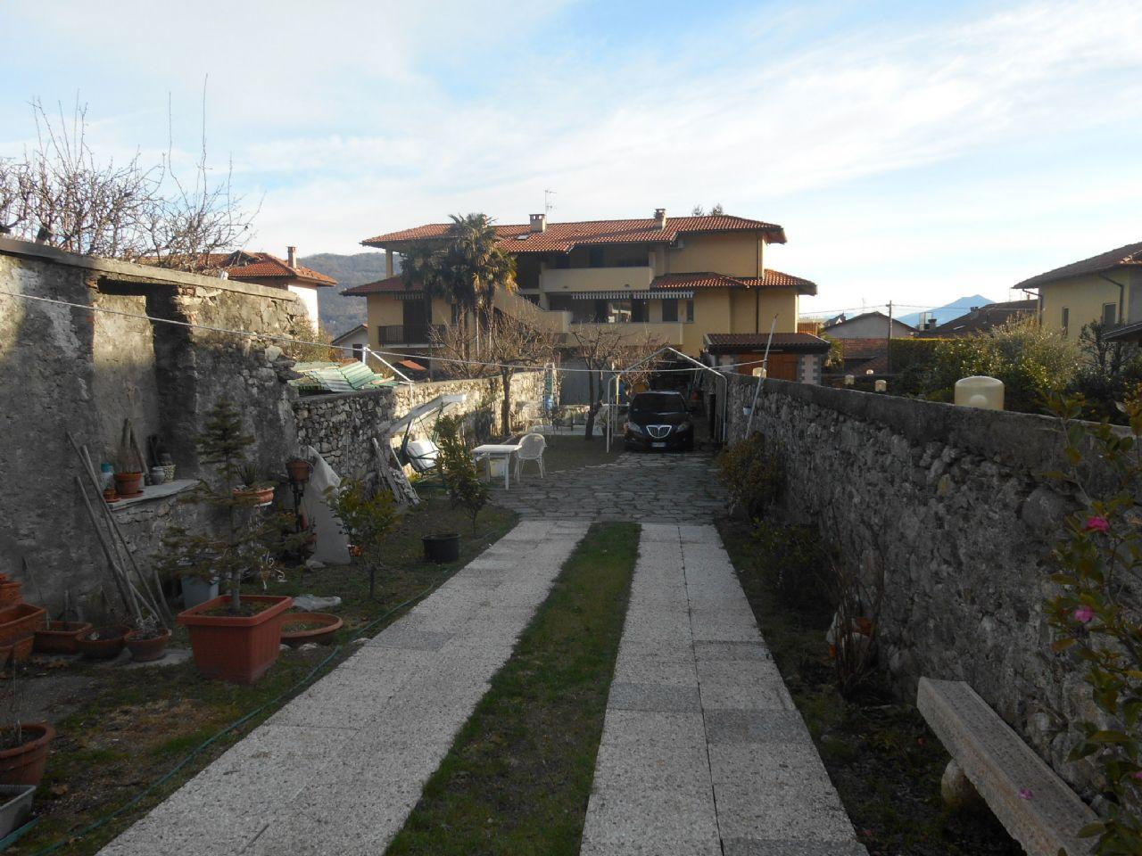 Baveno casa 130mq 4 camere con giardino e balcone for Giardino balcone