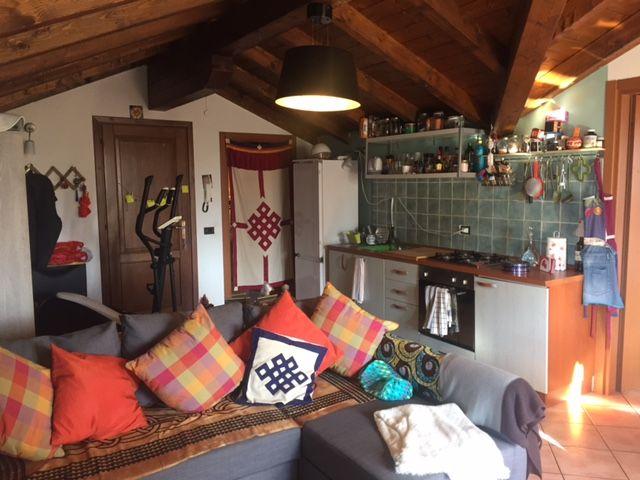 B e appartamento con garage e balcone aa2756 for Log garage con appartamento