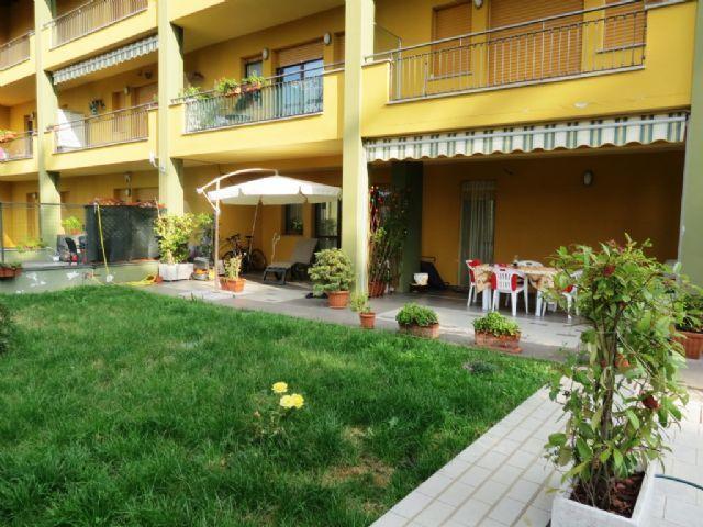B e appartamento con garage e giardino aa1849 for Garage con appartamento in cima