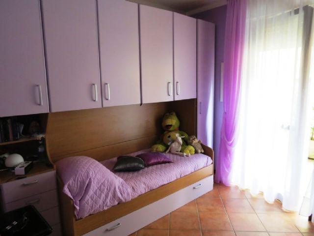 B e appartamento con garage e giardino aa1849 for Garage 30x40 con appartamento
