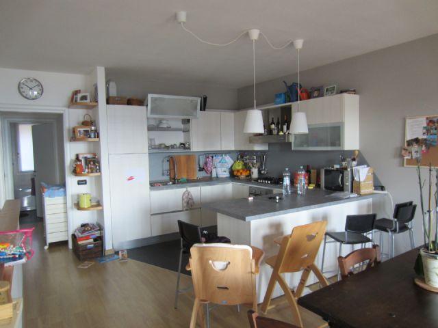 B e appartamento vista lago garage e terrazzo aa1900 for Garage in metallo con appartamento