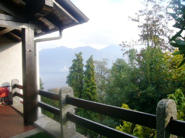 Verbania biganzolo casa vista lago 3 camere con giardino e for Piani di casa con campo sportivo al coperto