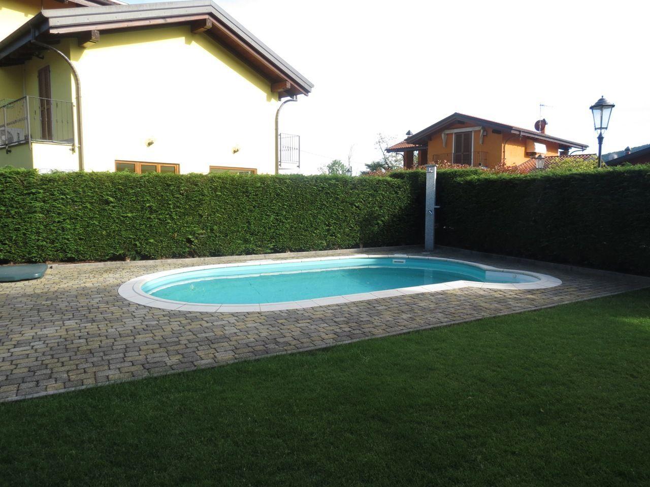 Cambiasca villa moderna 220mq con piscina - Villa moderna con piscina ...