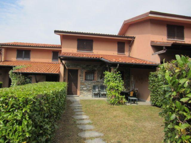 Gignese casa 110mq 2 camere con giardino e garage for Portico auto in vendita