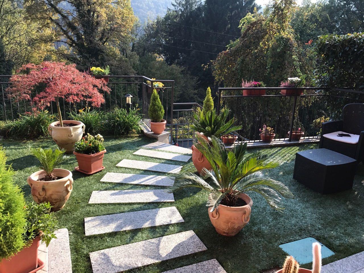 Cossogno villetta 150mq 3 camere con giardino e garage for Giardini in villette