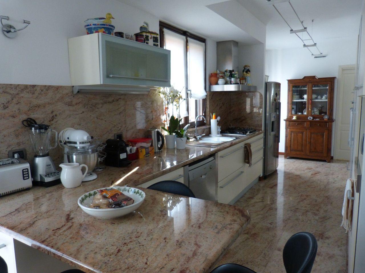 Cossogno Casa Indipendente 4 Camere Con Giardino E Terrazzo