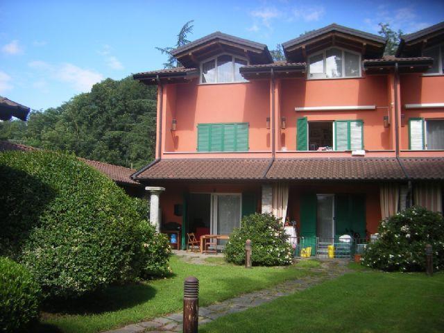 Da angera a leggiuno casa vista lago 160mq 3 camere con for Casa con 3 camere da letto con garage in vendita