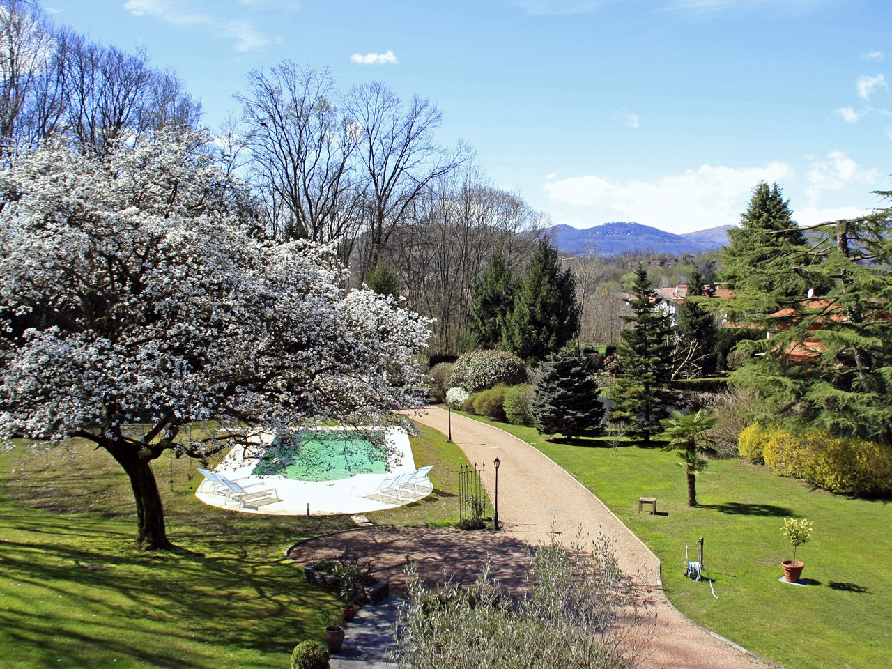 Villa Ispra mit Pool und Garten