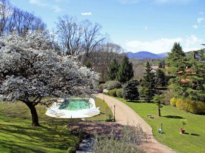 Villa Ispra con piscina e giardino