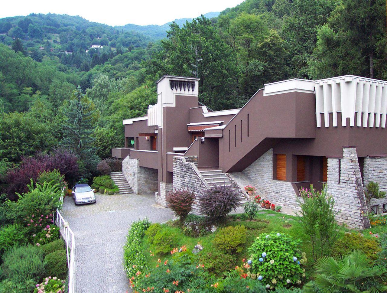 Da laveno a luino casa vista lago 3 camere con giardino e for Casa con 3 camere da letto con garage in vendita