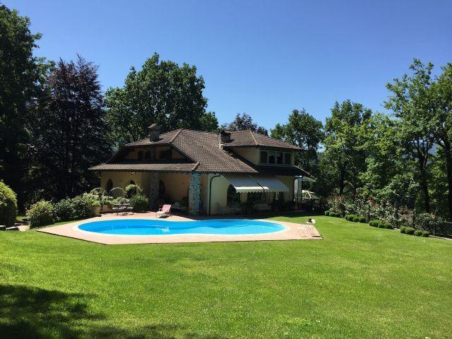 Villa from laveno to luino 620smq with pool for Villas en calpe con piscina