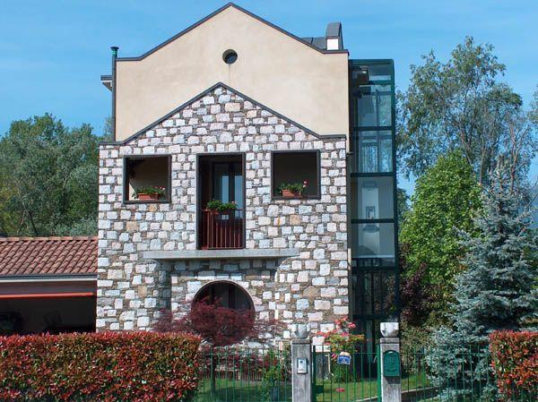 Feriolo casa 250mq 3 camere con giardino e garage for Piani casa bungalow con cantina e garage