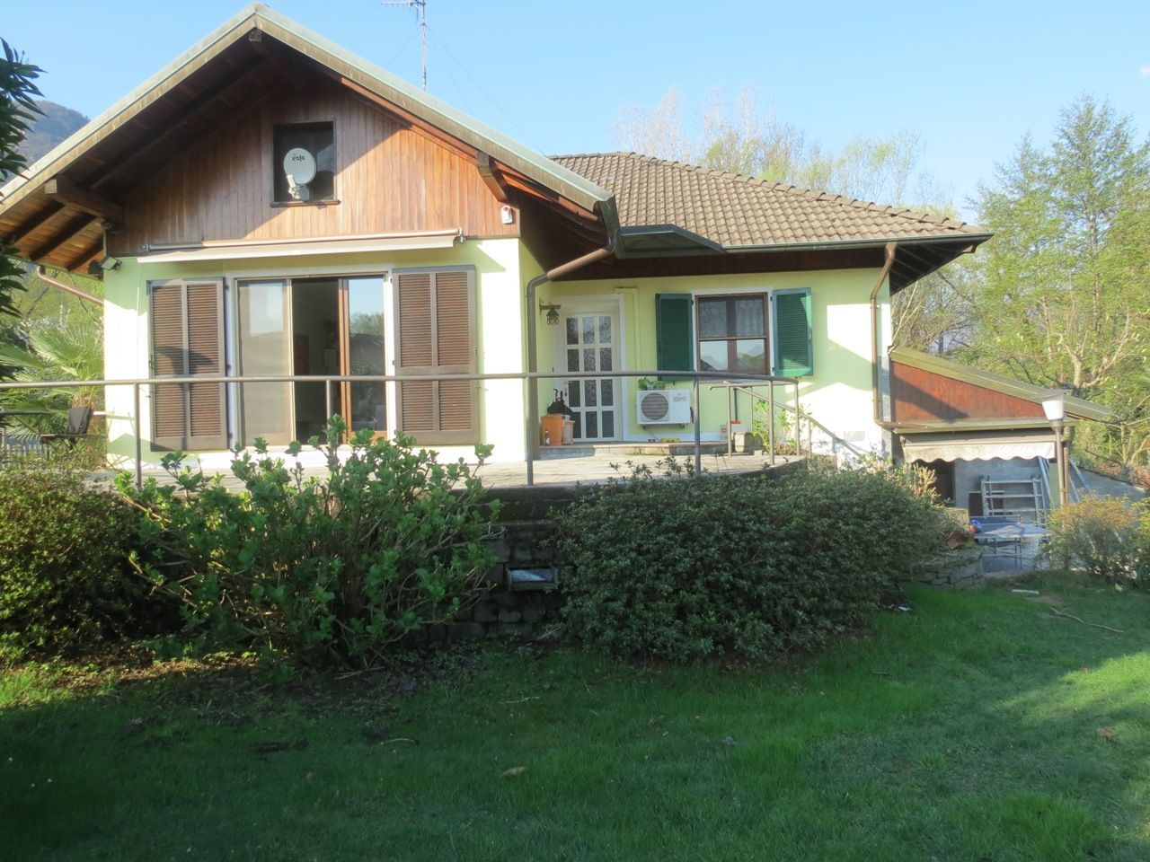 Feriolo casa indipendente 2 camere con giardino e garage for Piccoli piani di casa con cantina e garage