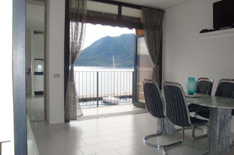 Ghiffa appartamento con garage e balcone aa2312 for Garage in metallo con appartamento