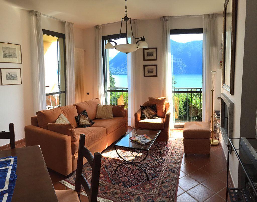 Ghiffa appartamento vista lago con garage e terrazzo aa2300 for Log garage con appartamento