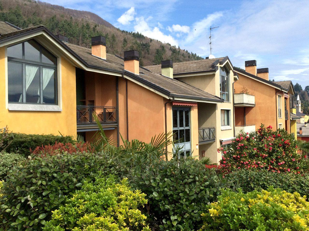 Ghiffa appartamento con garage e terrazzo aa2719 for Log garage con appartamento