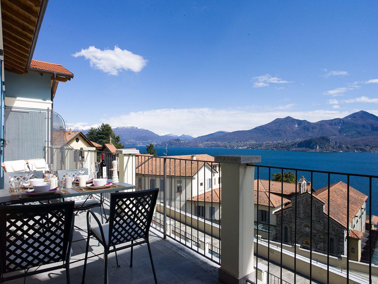 terrazzo vista lago appartamento Ghiffa