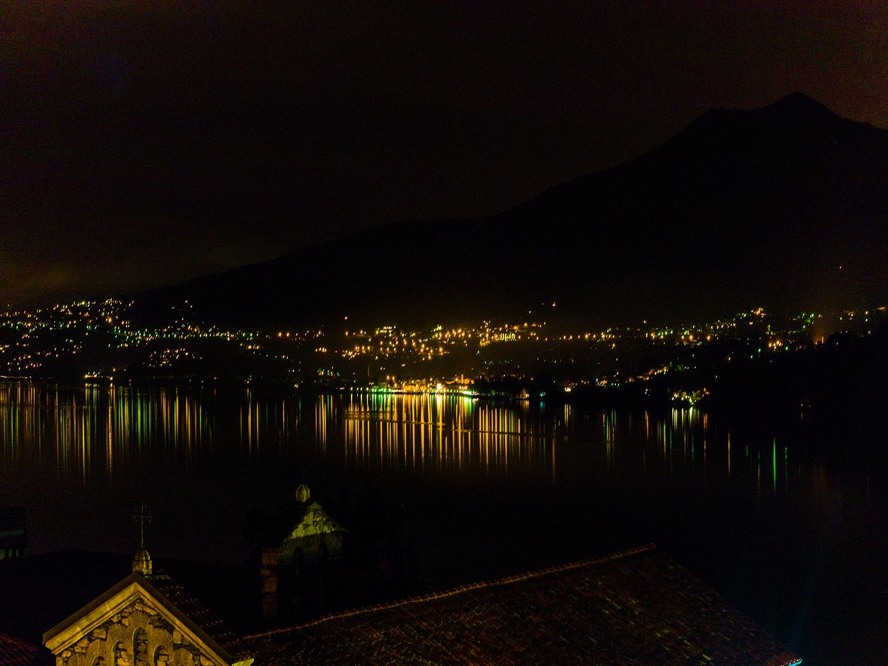 vista notturna appartamento Ghiffa