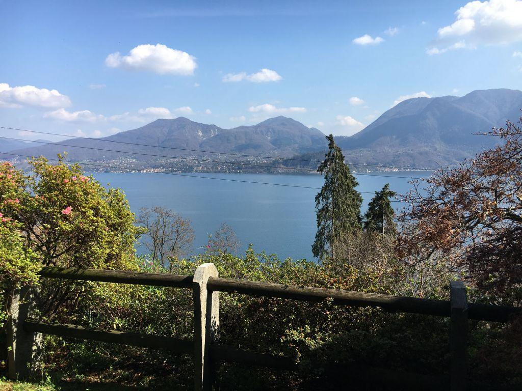 Ghiffa casa vista lago 150mq 3 camere con giardino e garage for Piani casa sul lago con portici