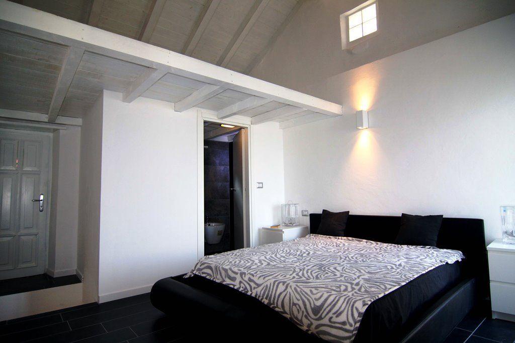 Ghiffa casa indipendente vista lago 1 camere con giardino for Piani di una casa piani con suite di legge
