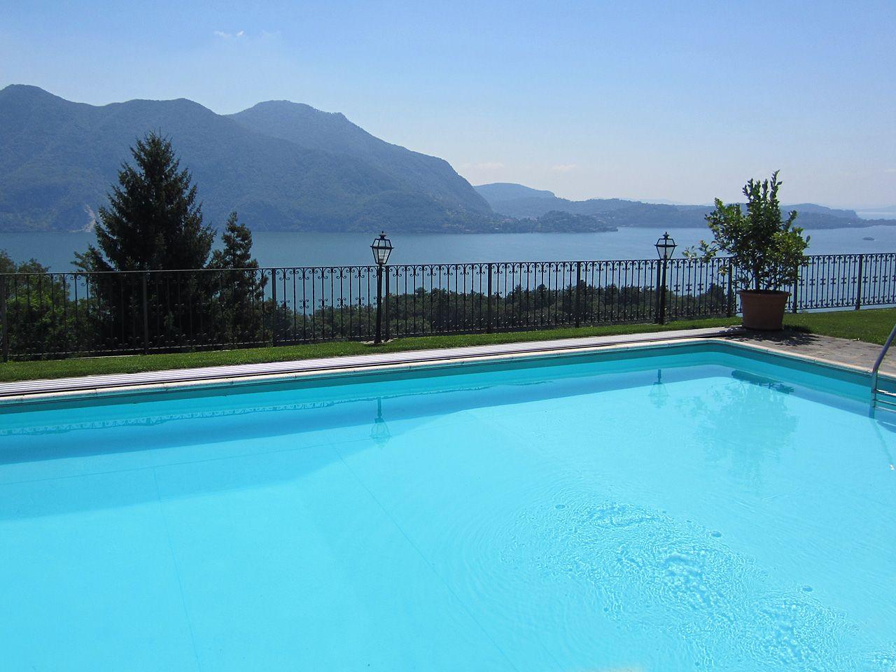 Villa in vendita a Ghiffa con piscina