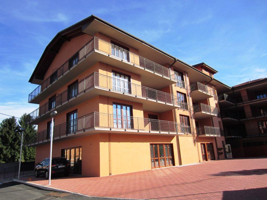 Verbania intra appartamento con garage e balcone aa2444 for Garage per auto singola con appartamento