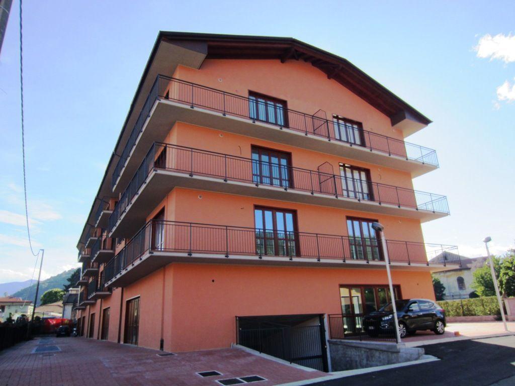 Verbania intra appartamento con garage e balcone aa2444 for Garage con appartamento in cima