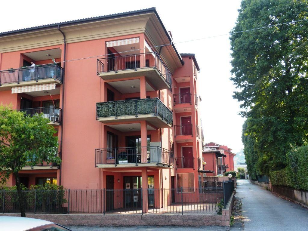 Verbania intra appartamento con garage e terrazzo aa2269 for Garage 30x40 con appartamento