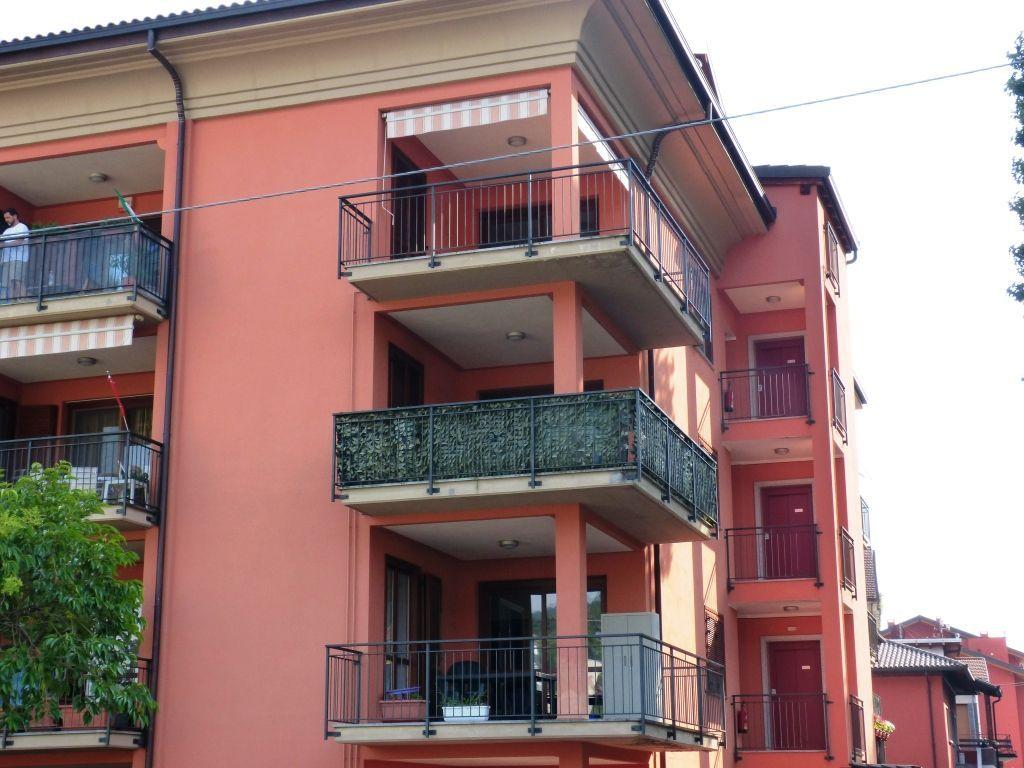 Verbania intra appartamento con garage e terrazzo aa2269 for Appartamento garage a piano singolo