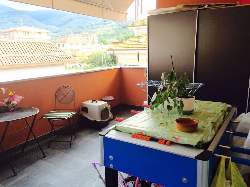 Verbania intra appartamento con garage e terrazzo aa2415 for Garage 30x40 con appartamento