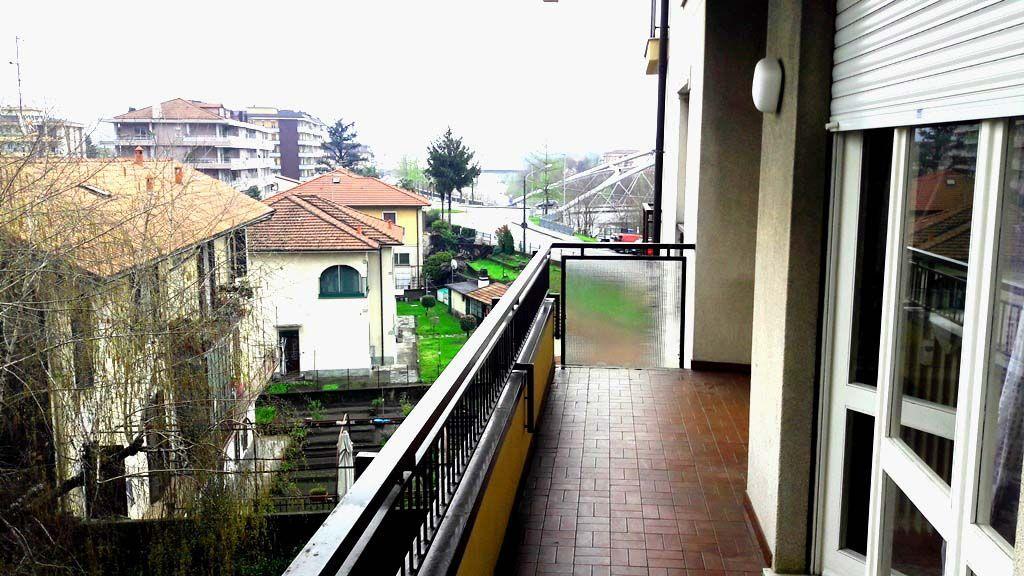 Verbania intra appartamento con garage e terrazzo aa2420 for Garage con appartamento in cima