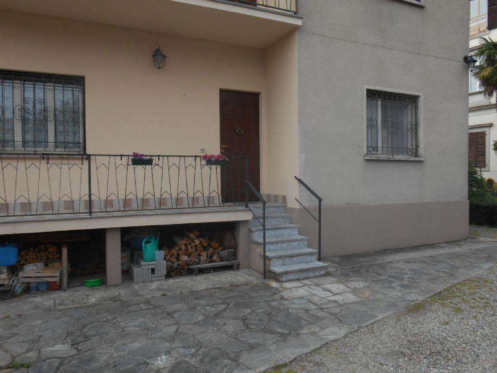Verbania intra appartamento con garage e giardino aa2526 for Log garage con appartamento