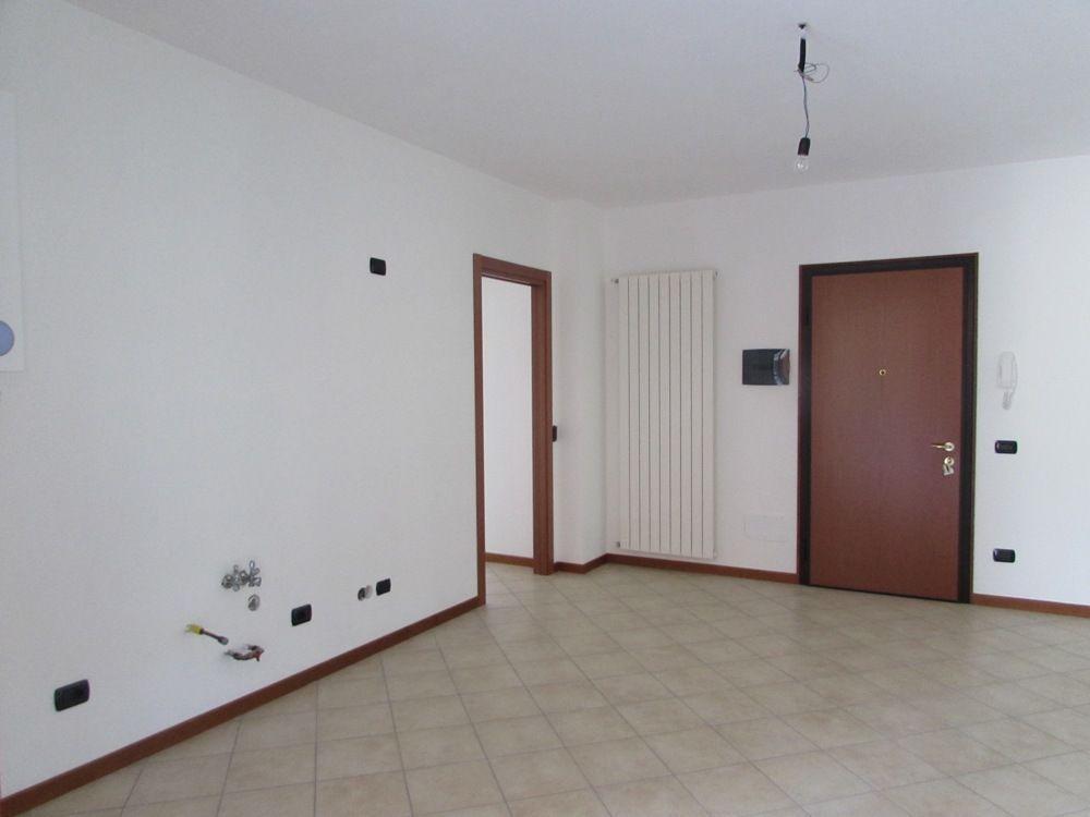 Verbania intra appartamento nuovo con garage aa2472 for Log garage con appartamento
