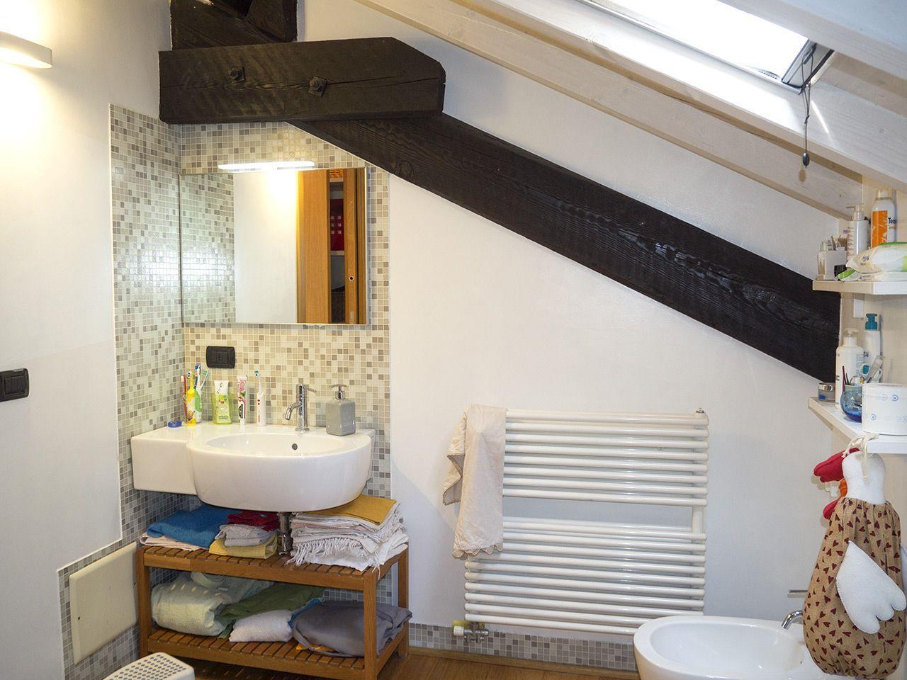 Three-room apartment in Verbania - bathroom