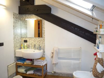 Three-room apartment in Verbania - bathroom