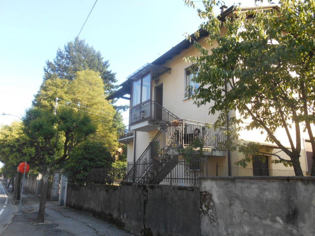 Verbania intra casa 150mq 3 camere con giardino e garage for Costo per costruire 3 box auto indipendenti